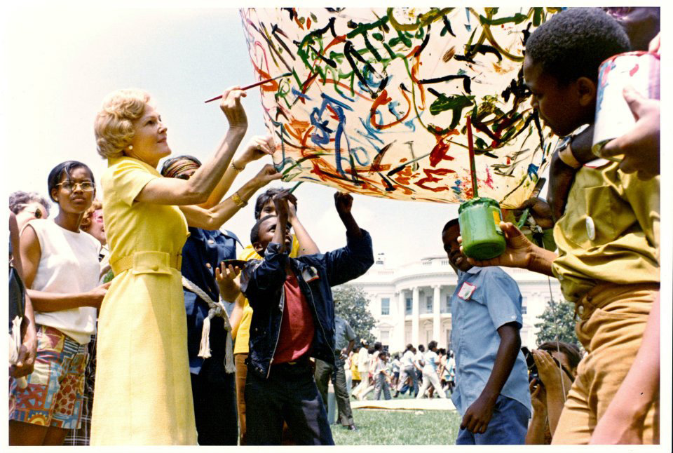 pat-nixon-dc-summer-parks-program-painting-balloon-m.jpg