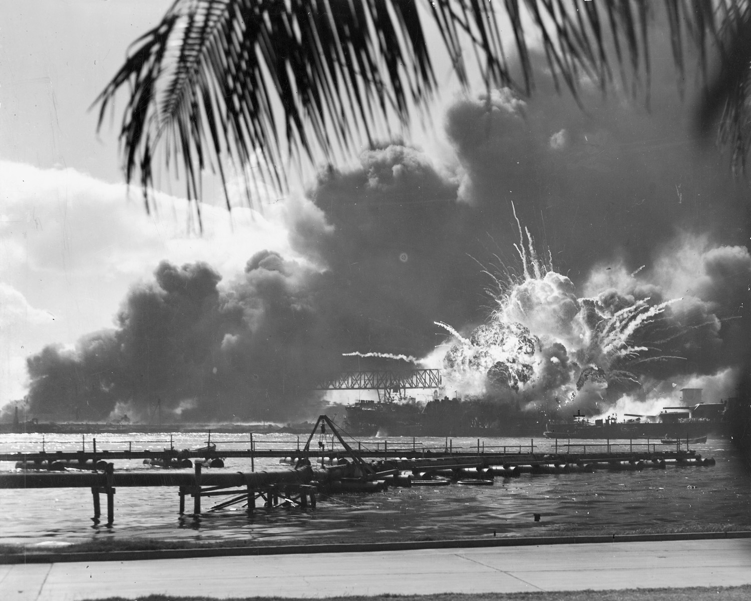 http://www.archives.gov/publications/prologue/2004/winter/images/pearl-harbor.jpg