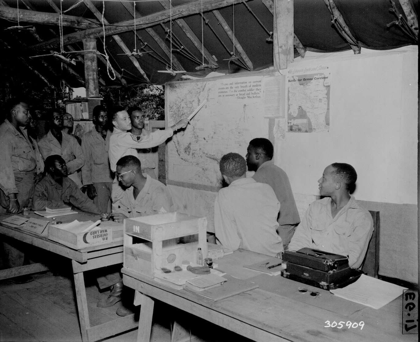 http://www.archives.gov/research/african-americans/ww2-pictures/images/african-americans-wwii-008.jpg