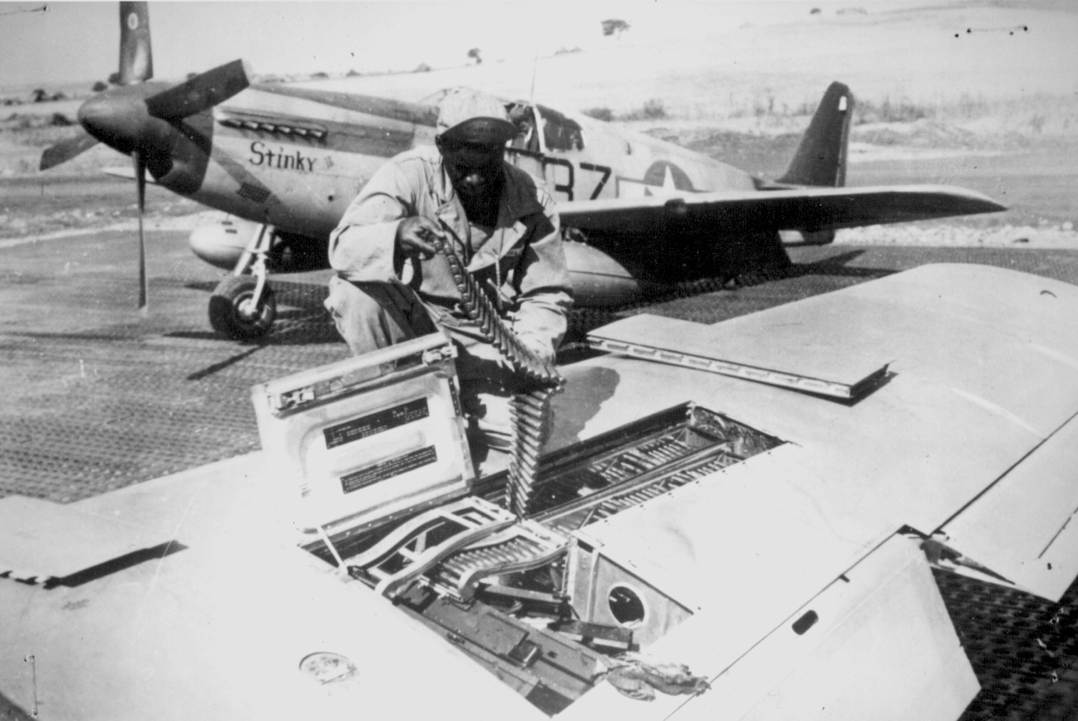 http://www.archives.gov/research/african-americans/ww2-pictures/images/african-americans-wwii-055.jpg