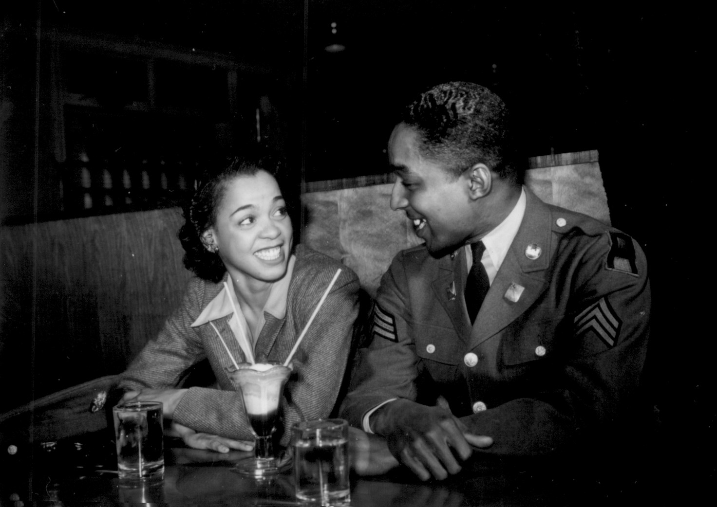 http://www.archives.gov/research/african-americans/ww2-pictures/images/african-americans-wwii-206