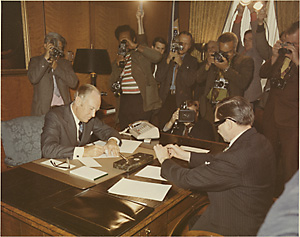 U.S. and Cuba representatives signing agreement
