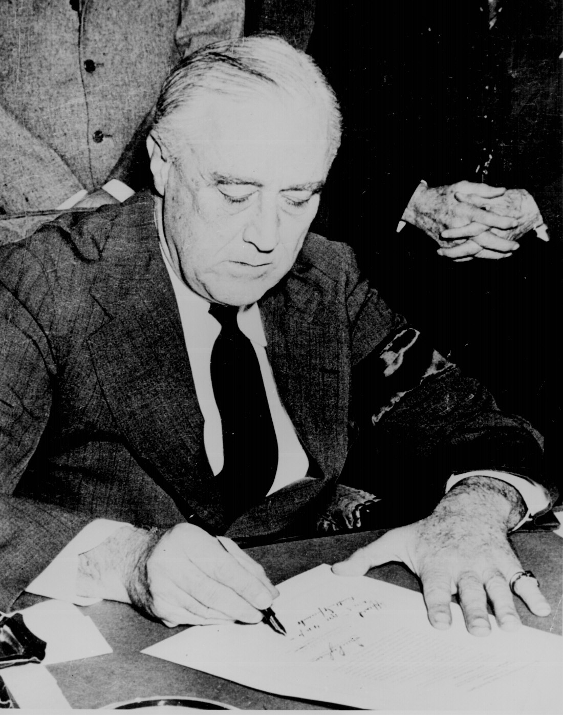"""a research on the influence of franklin d roosevelt Faced with the great depression and world war ii, franklin d roosevelt, nicknamed """"fdr,"""" guided america through its greatest domestic crisis, with the exception."""