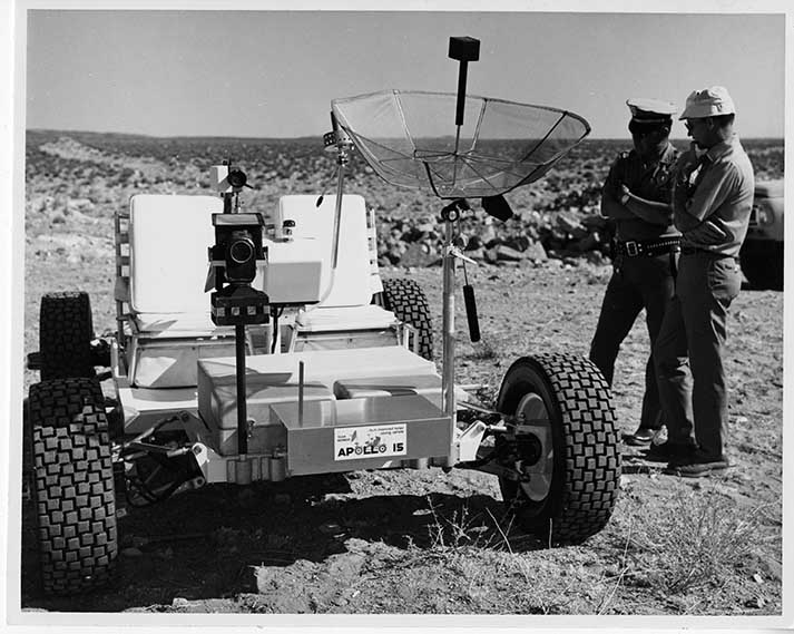 Local policeman inspecting the Lunar Rover [NAID 17151013]