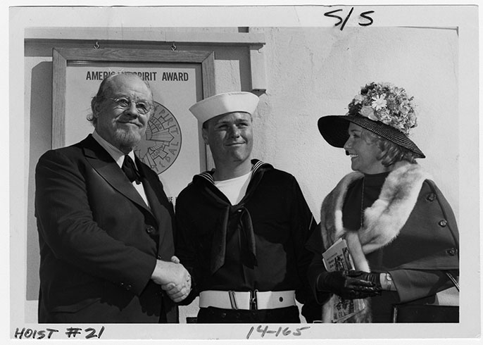 Burl Ives with wife and stepson at the Naval Training Center [NAID 29011250]