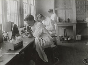 Doctors in laboratory, Camp Devens, Massachusetts
